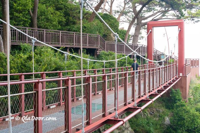 釜山観光地・海雲台海岸散歩道の吊り橋