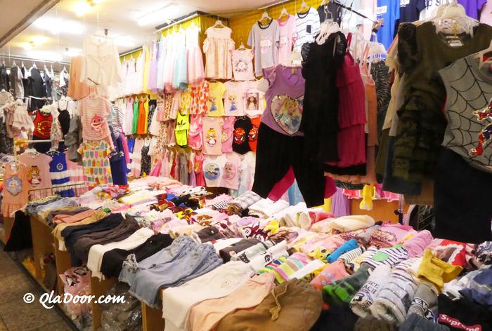 釜山鎮市場で売っている子供服