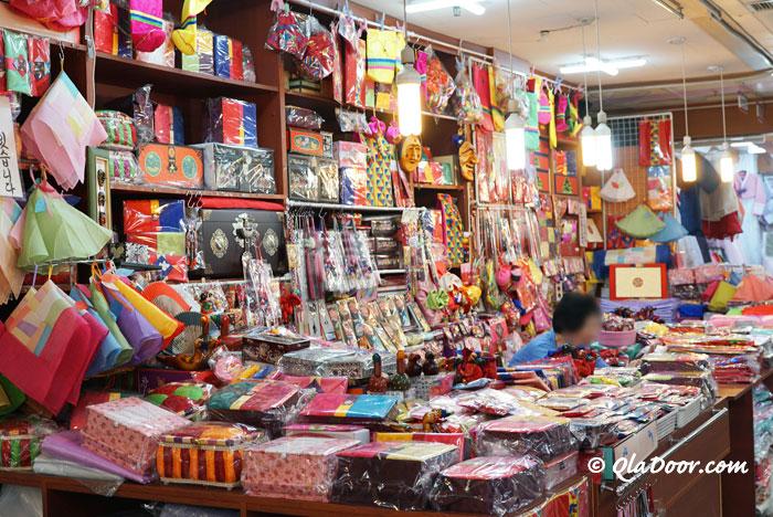 釜山鎮市場の手芸品と結婚用品売り場