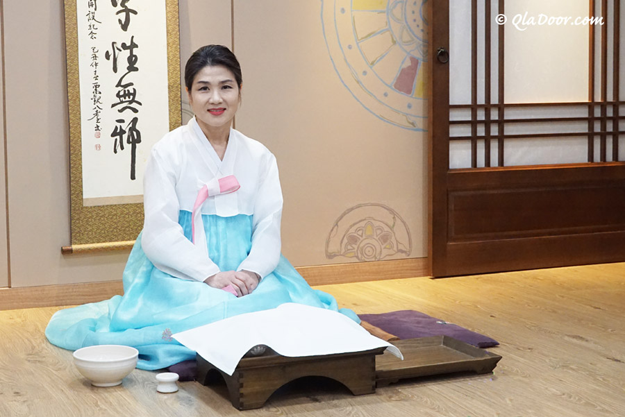 釜山博物館の韓国伝統茶道体験の先生