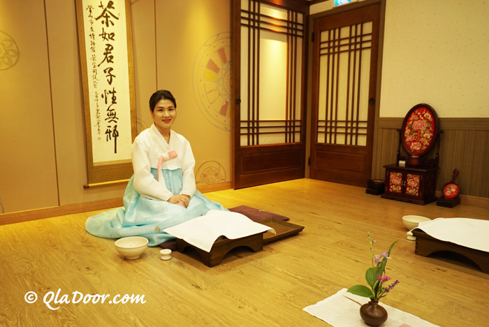 釜山博物館の茶道先生