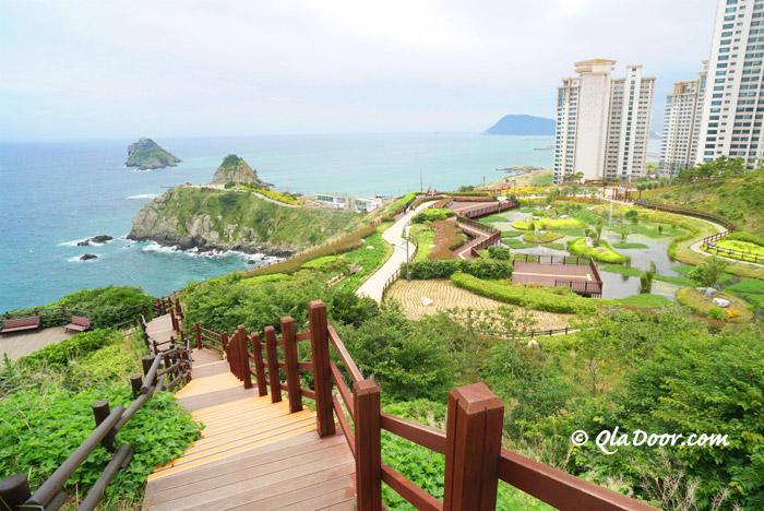 釜山二妓台自然公園から見える五六島スカイウォーク