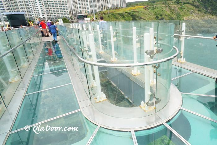 ガラスでできた釜山五六島スカイウォーク