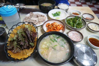 釜山西面のグルメ・モッチャ通りのテジクッパ