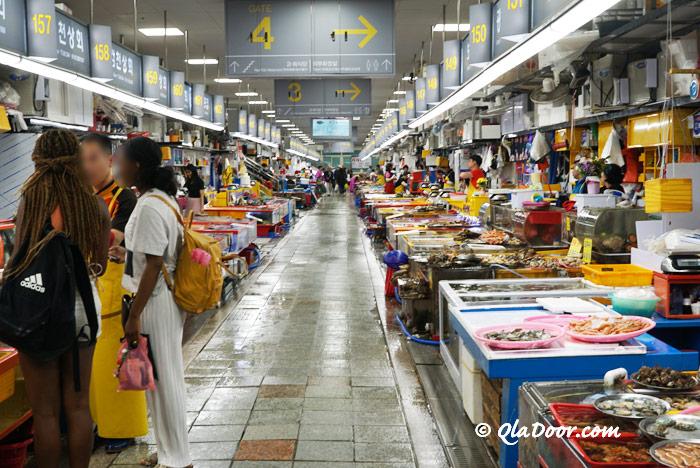 韓国・釜山観光スポットチャガルチ市場
