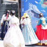釜山観光中の若者の写真と女子旅用モデルコース
