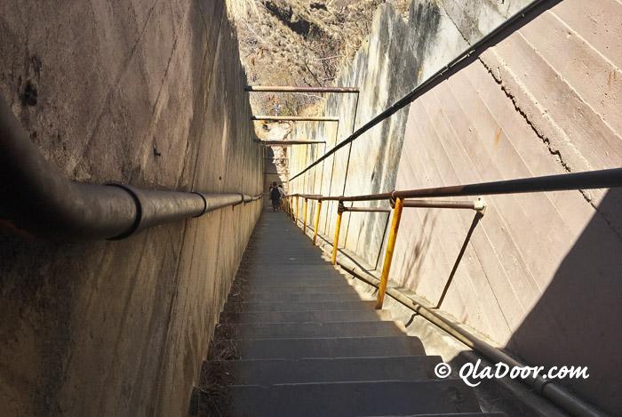 ダイヤモンドヘッドの登りの階段