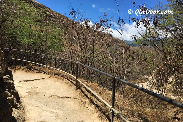 ダイアモンドヘッド登山途中の写真