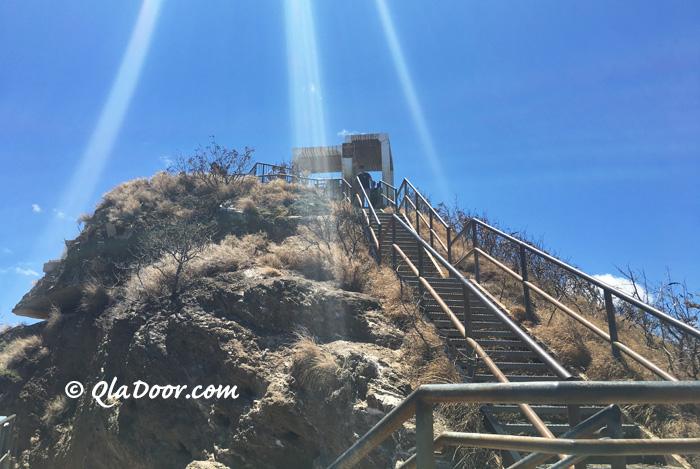 ダイアモンドヘッド頂上の階段
