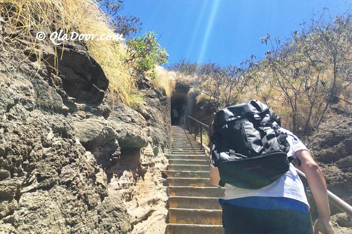 ダイアモンドヘッド登山途中の階段
