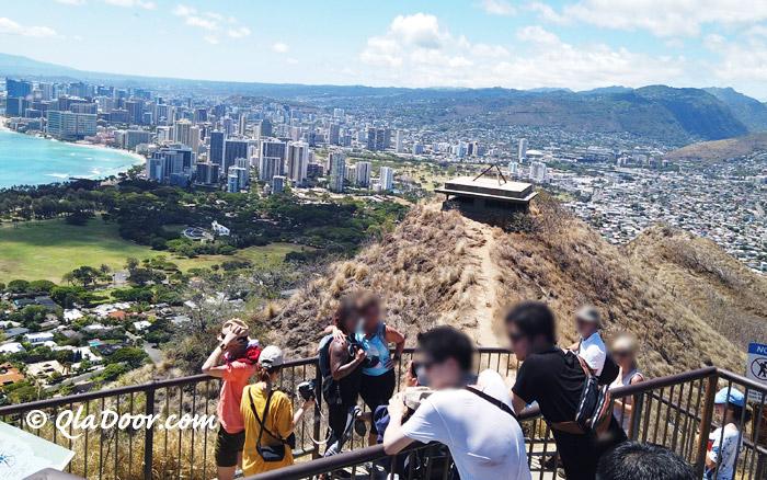 ダイアモンドヘッド登山観光客の服装の写真