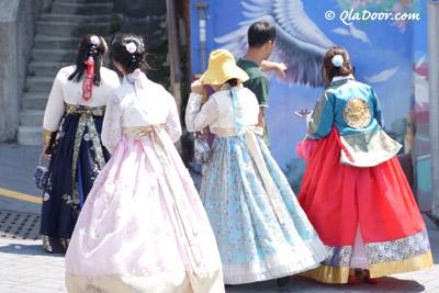 釜山甘川文化村ではチマチョゴリレンタルも可能
