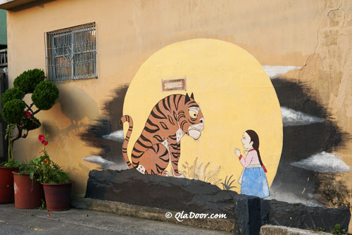 釜山の名所である虎川村の虎の絵