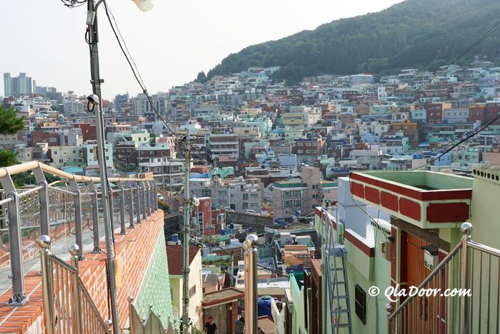 釜山観光地・虎川村の階段からの景色