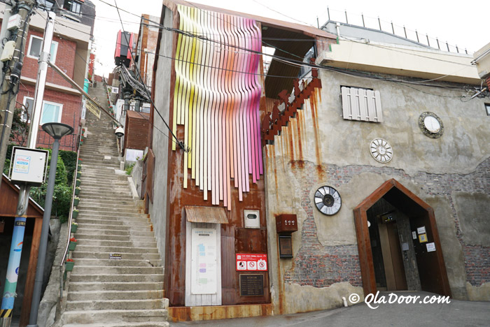 釜山観光名所草梁イバグギルの168階段とモノレール