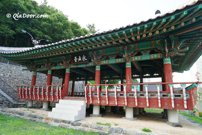 釜山・朝鮮通信使歴史博物館前の永嘉臺