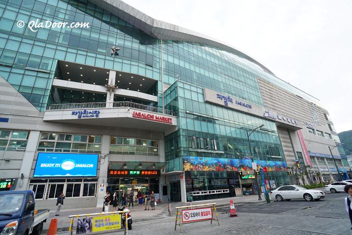 チャガルチ市場の建物の写真