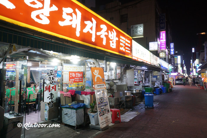 釜山西面のテジクッパで有名なモクチャコルモッ