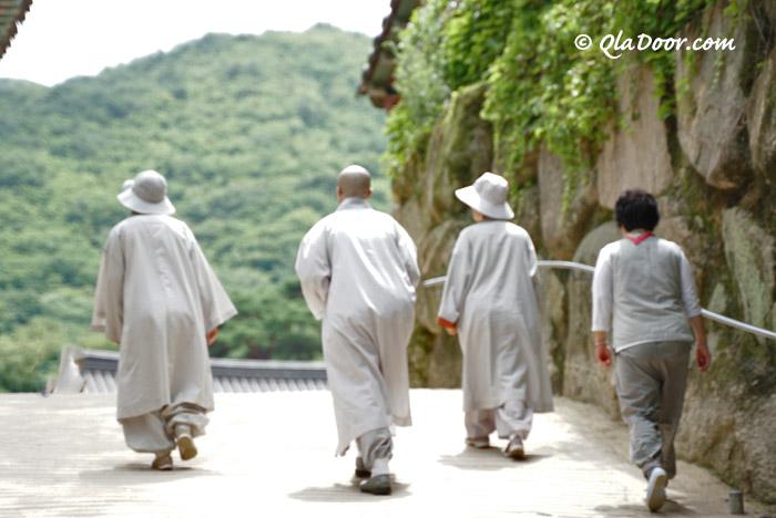 釜山梵魚寺のお坊さん