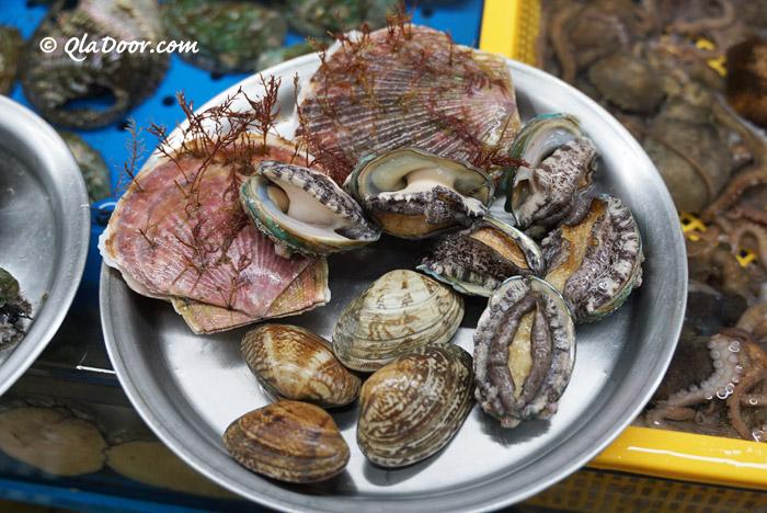 釜山チャガルチ市場のホタテ・アワビ・貝
