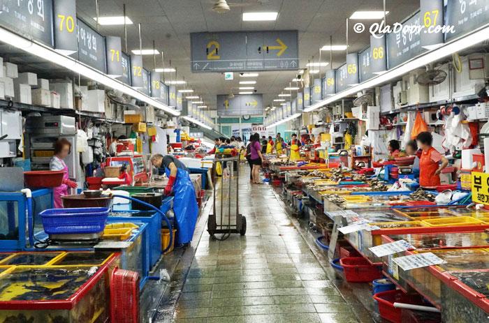 釜山チャガルチ市場内部の様子