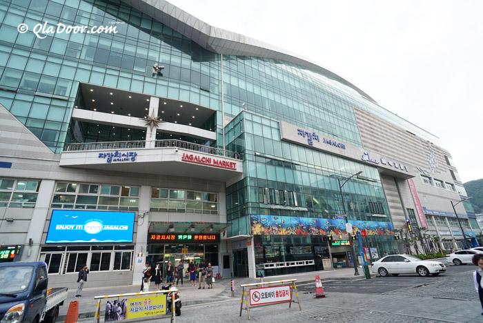 ビル型の釜山チャガルチ市場