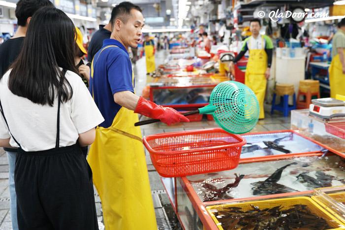 釜山チャガルチ市場の탐라상회と금강상회