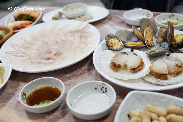 釜山チャガルチ市場で食べた刺身とアワビ蒸し・ホタテ