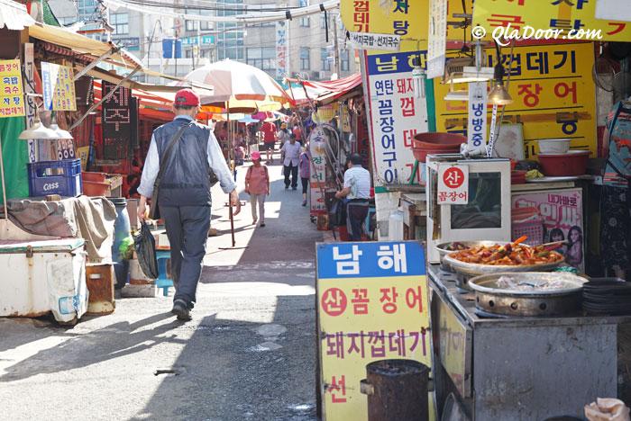 野外露店のチャガルチ市場