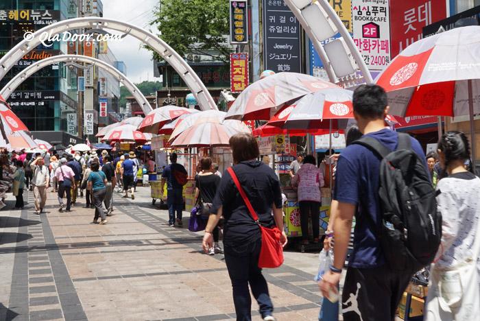 韓国・釜山観光中の観光客