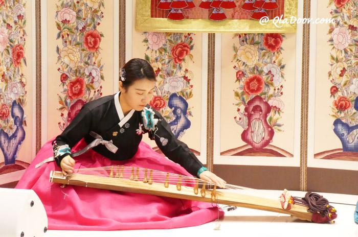 韓服を着ている韓国の女性