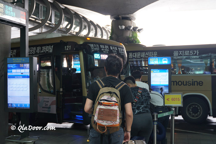 仁川空港から明洞とソウル駅行きのリムジンバス停留所