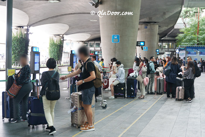 仁川空港でリムジンバス待ちの様子