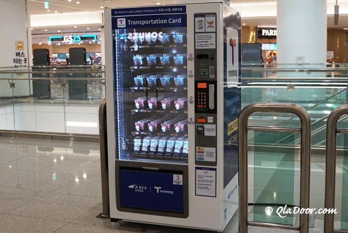 仁川空港電車乗り場でのT-money交通カード販売機
