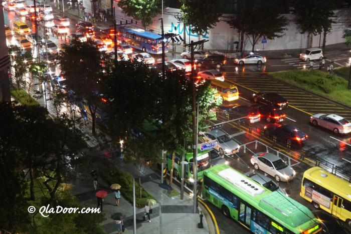韓国ソウルのラッシュアワーでの交通渋滞