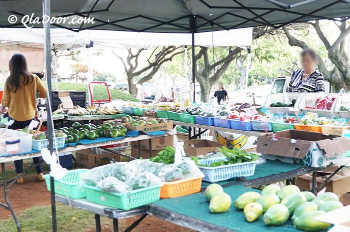 火曜日開催のKCCファーマーズマーケットで売っている果物と野菜