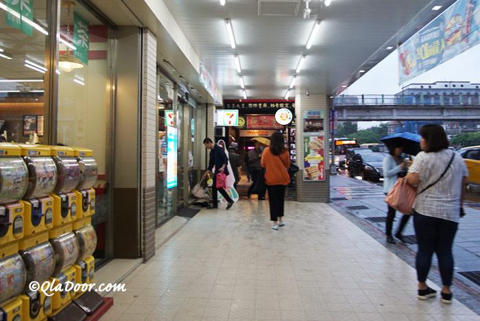 コスモスホテル台北周辺のコンビニ