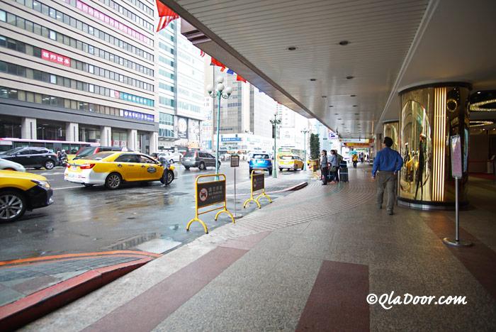 台湾・コスモスホテル台北の交通と周りの雰囲気