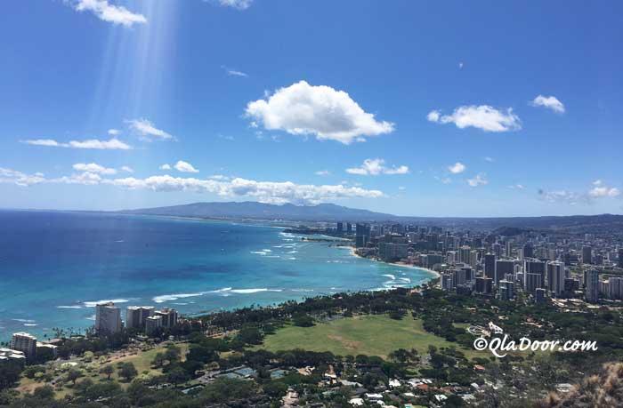 ハワイのダイヤモンドヘッド登頂から見下ろした景色