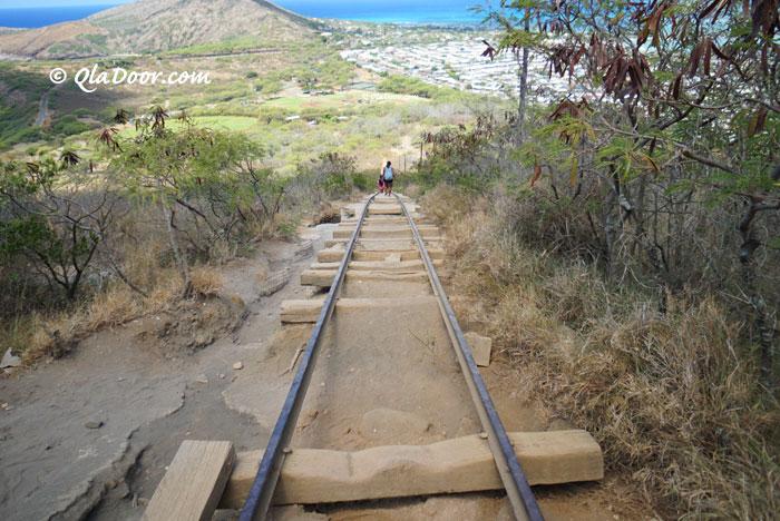 ハワイのココヘッドトレイルの階段と段差