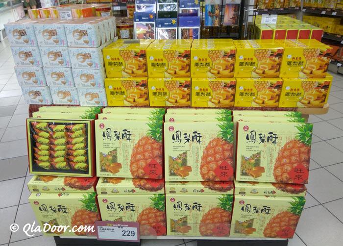 台湾のお土産で有名なスーパーで売っているパイナップルケーキ